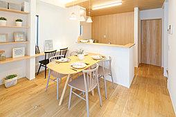 開放的な対面式キッチン。