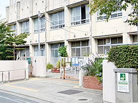浜寺昭和小学校 徒歩2分(約160m)