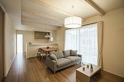 やわらかい暖かさでお部屋をむムラなく温めるガス温水式床暖房を標準装備。(施工例写真)