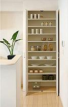 食材などの保管等に便利なパントリー収納