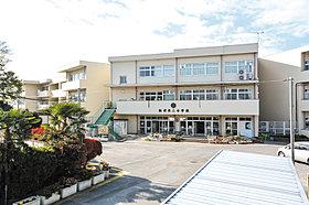 松伏第二小学校…徒歩4分(300m)