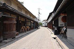 風情ある古い町並みの高野街道酒造通り。