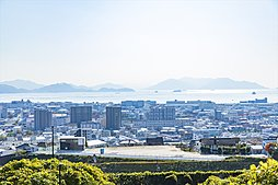 JR新井口駅まで徒歩6分。見晴らしのロケーション。土地分譲。