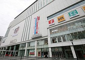 駅前の複合施設「浦和パルコ」