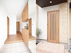 【当社施行例】明るい雰囲気の玄関は収納も充実。