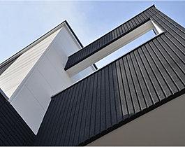 建物は地震に強い2×4工法、外壁は旭化成のパワーボード採用。