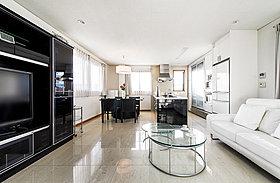 ◆【施工例】白と黒を基調としたセカンドリビング&キッチン