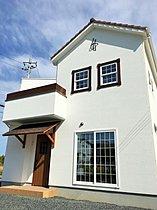 モデルハウス 外観 屋根の形状が変わっています。
