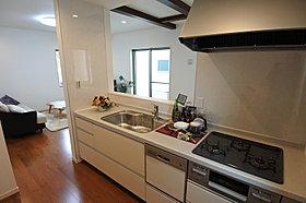 忙しい奥様に人気の食洗器付オープンキッチン。
