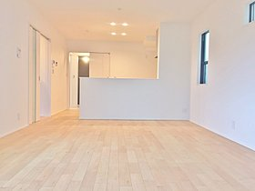 【4号棟・リビング】リビングスペースには床暖房を設置。