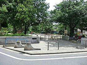 八坂台児童公園:徒歩2分(100m)