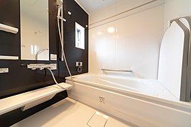 雨の日の洗濯も安心の浴室乾燥機付き♪