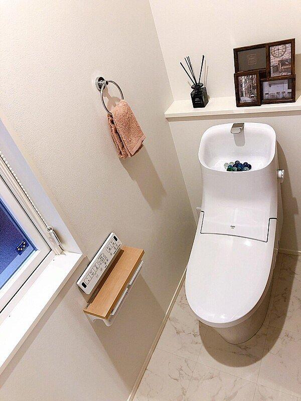 【トイレ】家計の手助けになる節水トイレ標準採用。また2階トイレも設置しております。