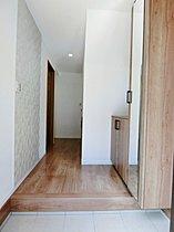 玄関スペースも優しい印象を与えます