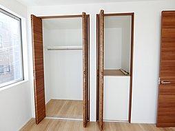 各室には収納も多く機能的な間取りとなっております。