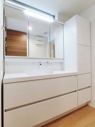 三面鏡で収納力に優れた洗面化粧台