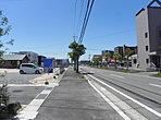前面道路の様子です。新山口駅から徒歩11分です。