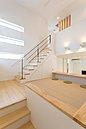 【宿泊展示場・マルチスペース】中2階に広がるマルチスペースは1階からも2階からも見える場所。子供の勉強部屋や趣味のスペースとしても利用できる多目的な空間です★