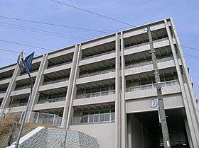長尾小学校。明治6年創設の、歴史ある学校です。