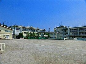 長沢中学校まで700m