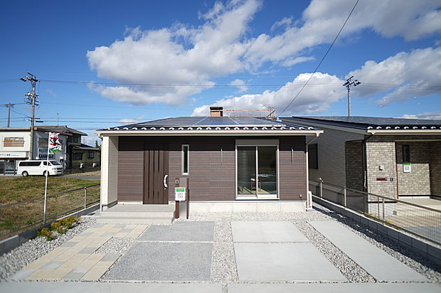 イワタ建設 羽島郡笠松町長池 平屋3棟 2階建て2棟