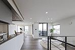 【ママ目線】 便利な機能で暮らせる家。 コンセプト 光を最大限に楽しむ設計×開放感のある広い空間×ママ目線プランニング 自由設計だから出来る事がたくさんあります。 【施工例 内観写真】