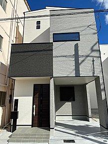 基本的には綺麗でお洒落な外観の3階建てです。プランによっては2階建ても可能です。