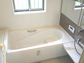 ゆったり浸れる広々浴室は半身浴にもいいですね♪