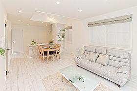 家族の集まるLDKのスペースは明るく、快適な空間