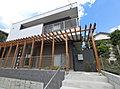 3台駐車可能 長いパーゴラが家族を迎える建築家の家~Sun Garden 芝山C~
