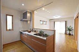 3号地:奥様に嬉しい対面式のキッチンは、食洗機も付いているので家事も楽々です。