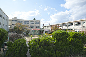 富雄南小学校まで約1260m