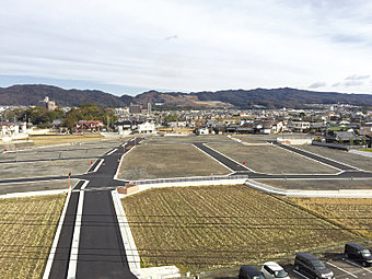 山崎小学校徒歩6分!子育て環境抜群の大型分譲地。
