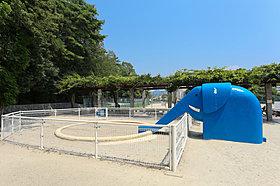 緑いっぱいの香里ヶ丘中央公園 徒歩5分(380m)