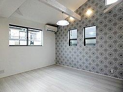 2階洋室の勾配天井は、空間に広がりと開放感を実現