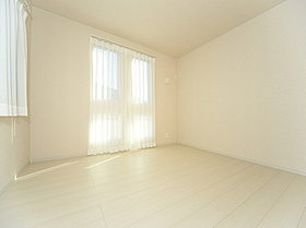 採光の取れる大きな窓が気持ちの良いお部屋を創り上げます。