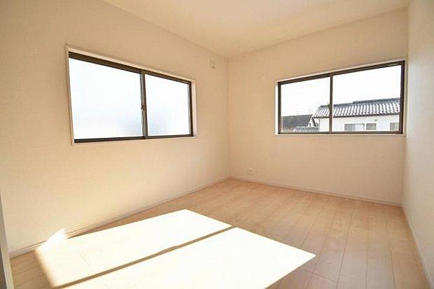 【洋室】全てのお部屋に収納&窓を備え広さを問わず快適にお過ごし頂けます。