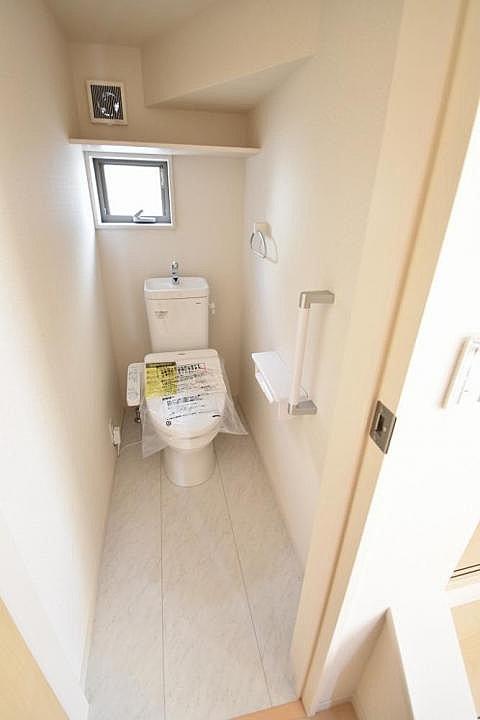 【トイレ】圧迫感を感じさせないトイレ