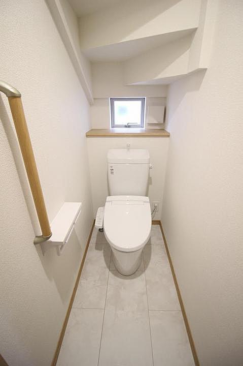 【トイレ】洗浄機能付き便座なので衛生面も安心です!
