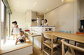 対面キッチンでお料理しながらお子様との会話を楽しめます!