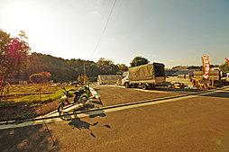 ~特急停車駅「二俣川」駅徒歩圏、こども自然公園の豊かな緑を感じ...