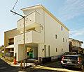 【家は設備】 3面床暖房など設備自慢の一邸は建物36坪の開放空間  大船駅平坦