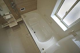 浴室には窓!浴室は湿気がたまりやすく、換気扇だけではどうして