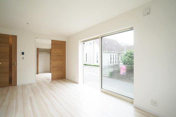 【リビングダイニング】~living room~  休日はお陽さまの光をたっぷりととりこめるぽかぽかリビングで過ごしませんか?