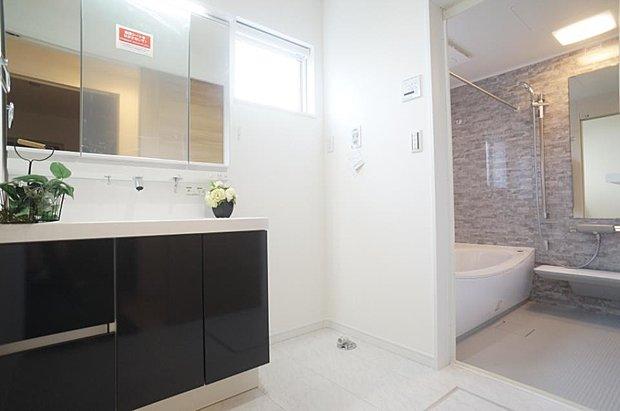 【ランドリースペース】~washroom~   ゆとりの洗面スペースで朝の身支度もスムーズ