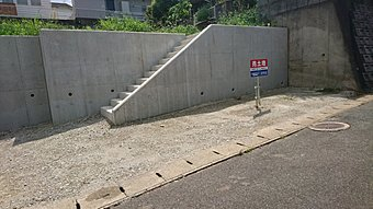 車3台分の駐車場。又はお庭に