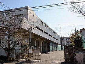 横浜市立岩崎中学校まで800m
