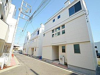 東急東横線「綱島」駅・JR京浜東北線「鶴見」駅の2駅利用可能な利便性の良い立地。