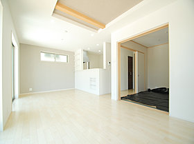 白を基調とした開放感溢れるルームデザイン。