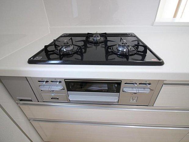 【設備】設備 三口ガスコンロでお料理を快適に。